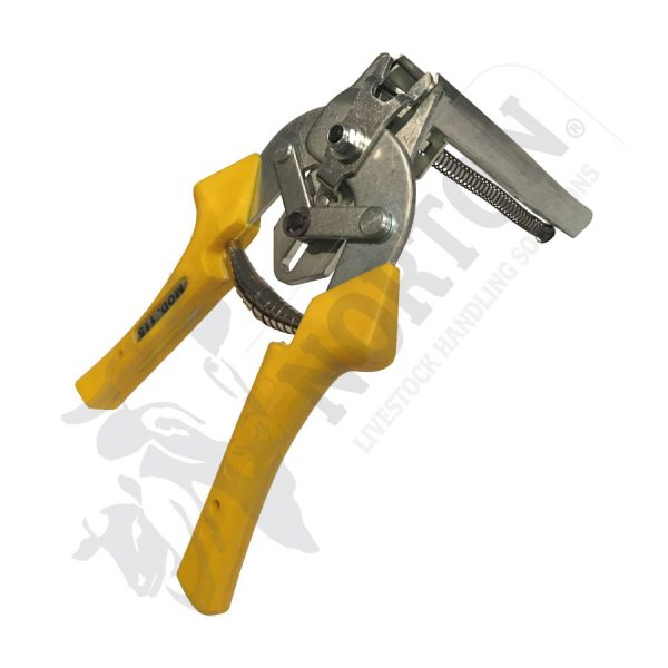 fencing-tools-equipment-pliers-clips